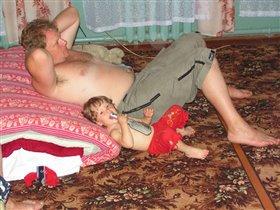 Так мы с папочкой вдвоём замечательно живём