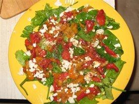 Салат с печеными перчиками