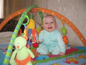 С любимыми игрушками и в шалаше мне весело живется!