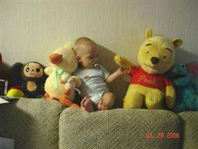 Найдите живую игрушку :))
