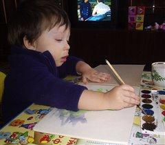 Ильюша Рисует красками!