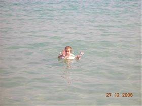 Ребенок в в океане