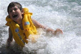 Я купалась и смеялась - очень море щекоталось.
