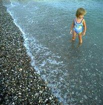 в синем море, в белой пене...