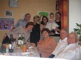 Наша большая и дружная семьЯ
