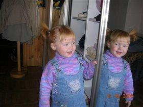 а ты улыбнись тому кто в зеркале- и вы подружитесь