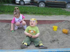 Обожаю песок и..........деовчек :)))