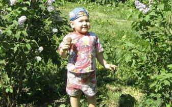 Лето,солнце,свежий воздух и любимое мороженое- все что нужно для хорошего настроения.