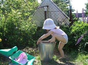 В жаркое лето и ведро для купания подойдет!))