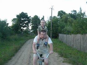 'Вот как мы с папой на велосипеде катаемся!'