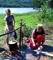 обед на берегу реки