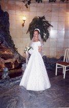 Были белее снега свадебные цветы...