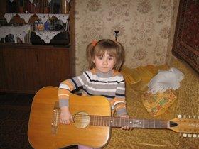 в гостях у  бабушки, я еще могу на гитаре сыграть