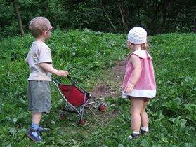 Дорогая, может погуляем с малышом в лесу?