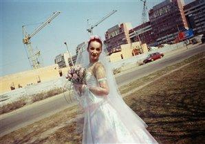 Невеста в техногенном пейзаже