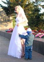 А ножки у невесты чудо как хороши!