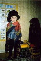 Примеряю бабушкину шляпу