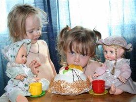 Ничего, если мы торт скушаем не разрезая?