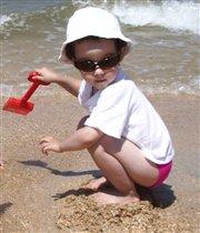 Я на солнышке сижу, сквозь очки на вас гляжу