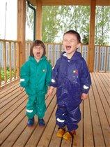 Мы под дождиком гуляли! РТОМ дождинки собирали! :)