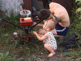 'Ты, папа, не волнуйся. Я сейчас всё починю!'