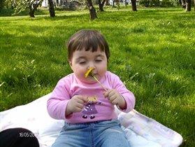 Ах, какой запах! Мама, когда я стану взрослой, то стану садовником!