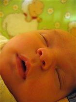 В своей маленькой кроватке спи, сыночек, сладко-сладко!