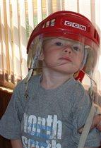 Примерю-ка папин шлем!