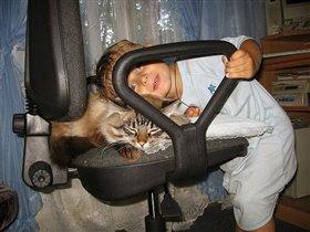 Любимые мордашки: фактор взгляда через стул