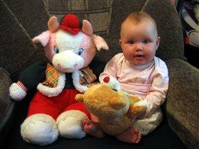 Лиза с игрушками