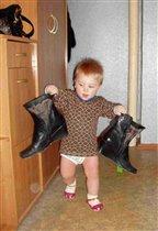 Опять мама свою обувь на место не поставила!