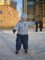Первый выход на лед состоялся удачно -я не упал.