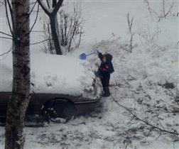 Не почищу снег - не повезут за конфетами :)
