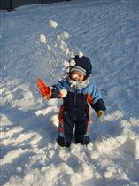 Маленький повелитель маленького снегопада=)