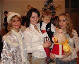Дед Мороз хоть и не настоящий,зато первый!....