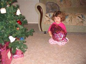 Что там под елочкой? Подарки!!!
