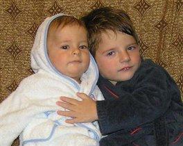 Братишки Гриша и Андрюша