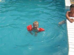 Ура! Я научился плавать.