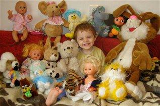 Как же весело когда так много игрушек!