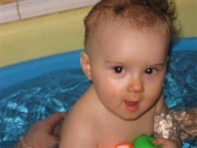 Алиса любит купаться
