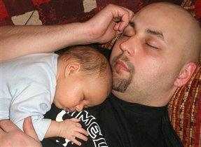 обнимались и заснули