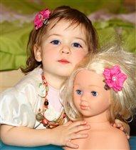 Две куклы.