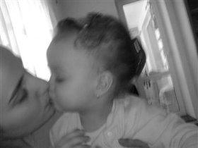Kiss mummy*))