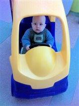 Хочу быть как папа! Всегда за рулём!