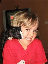 Мышка хвостиком щекочет, ну а дочка все хохочет.