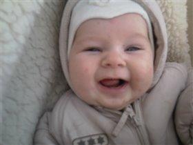 Мой Паша всегда смеётся!=)))