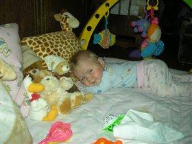 Только рядом с моими любимыми игрушками, я могу сладко поспать.