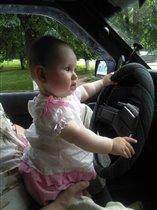Дама за рулем!