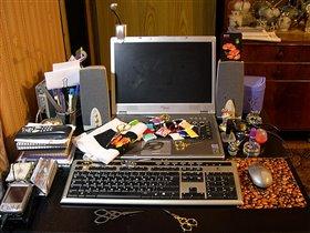 Так обычно выглядит мой стол, когда на нем ПОРЯДОК :)