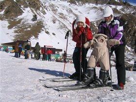 Наша семья очень любит горные лыжи.